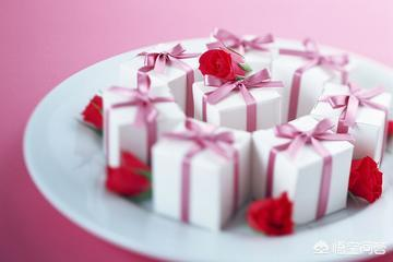 学生买教师节礼物,你认为教师节学生应该给老师送礼吗?(教师节学生送花老师能收吗)