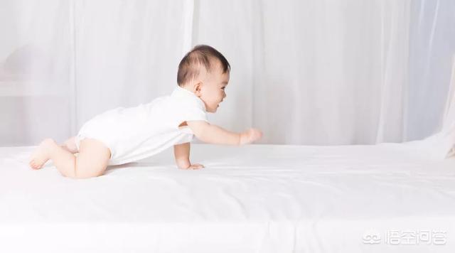 如何给三个月的宝宝做被动操?(0一6个月被动体操)