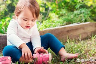 机能鞋适合多大宝宝穿,宝宝学走路要不要穿鞋子,为什么?