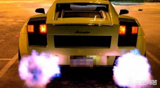 猛踩油门,排气管就喷火,这是什么原理?