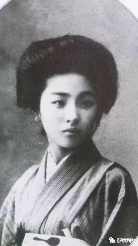 如何看待上世纪日本女性的穿着?
