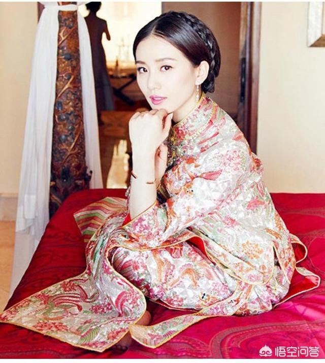 杨颖、刘诗诗等女星结婚都穿秀禾服,为何唐嫣被一些人吐槽?