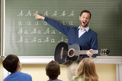 教师节礼物中学生送什么最好,初一学生教师节送什么礼物好?
