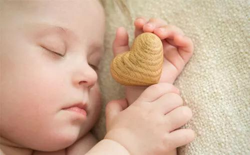 什么时候宝宝的睡眠才能有规律呢?