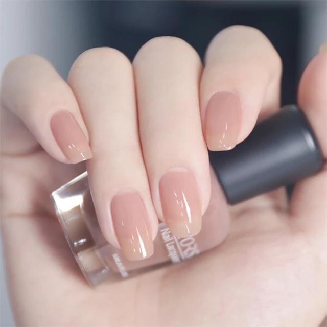 酒红色指甲油美甲图案:#最强美妆#秋天适合涂什么颜色的指甲油?(相关长尾词)