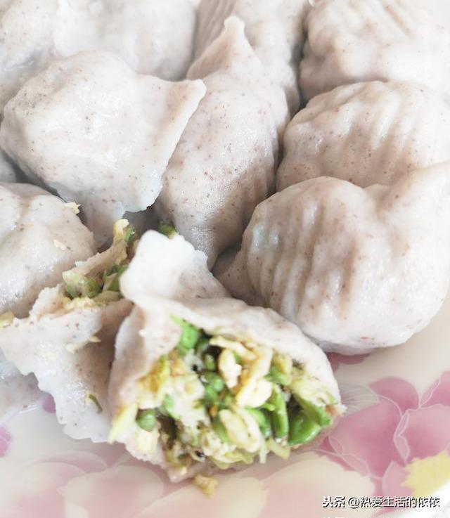 鸡蛋木耳粉条馅饺子馅的做法?(木耳鸡蛋馅饺子的做法)