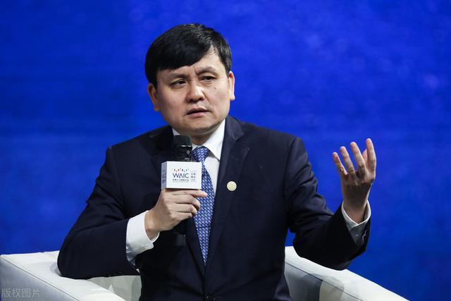 张文宏说没接种过疫苗的人会吃亏,疫苗对新冠