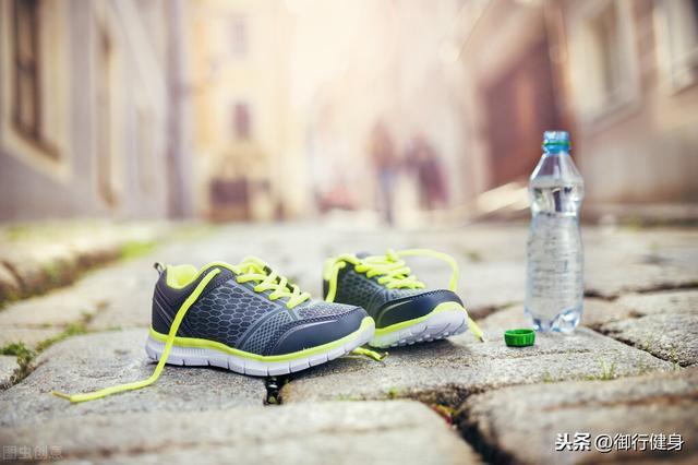 健步走穿什么运动鞋好?(图2)