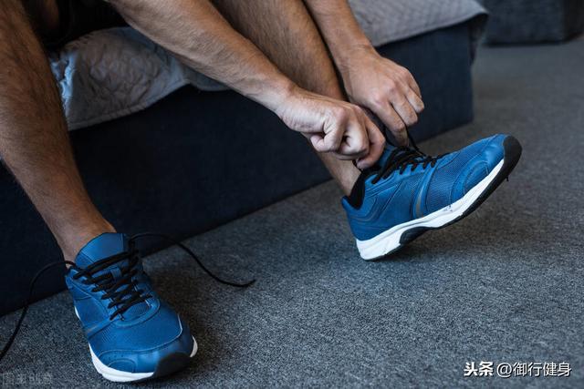 健步走穿什么运动鞋好?(图1)