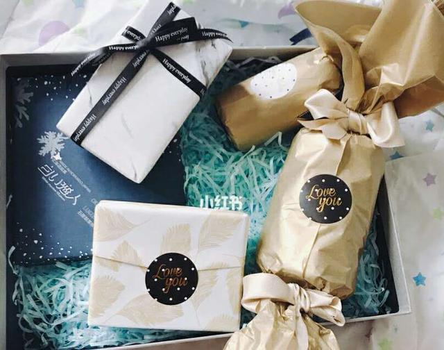 男朋友给你女朋友送礼物不喜欢,男朋友总是不喜欢我送的礼物怎么办?(男朋友买的礼物不喜欢)