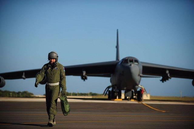 美军飞行员手提包 美军飞行员救生包,除了手枪