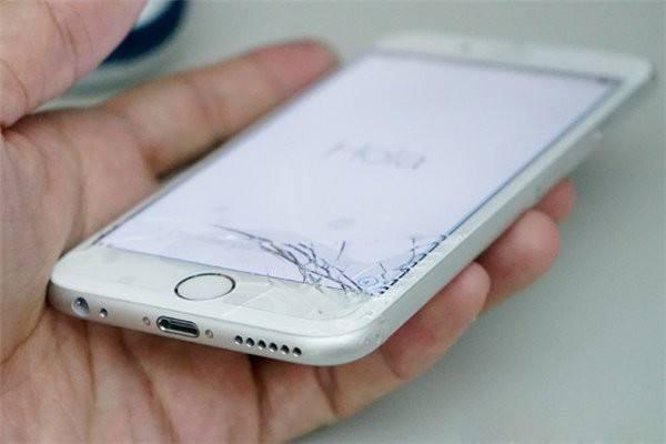 手机屏幕划痕怎么去除 手机屏幕有细微划痕怎么办 怎么去掉手机屏幕上的划痕?