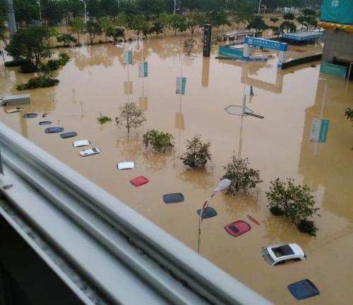 疫情之后,广东发生百年不遇洪水,成千上万的
