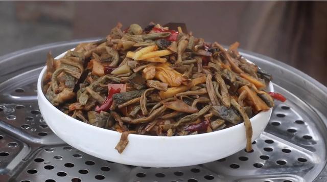 卤牛肉炒洋葱芹菜怎么好吃?