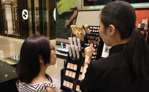 有什么工作招聘?销售彩妆护肤或进厂都可以?