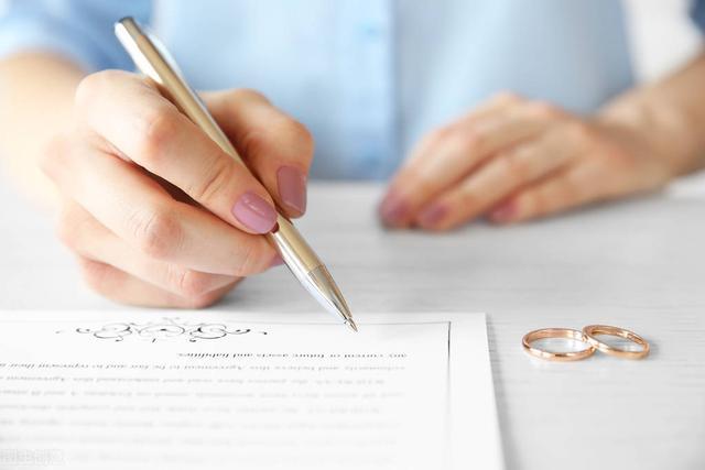 房产证不建议写夫妻双方(婚后房产证写一个人危害)