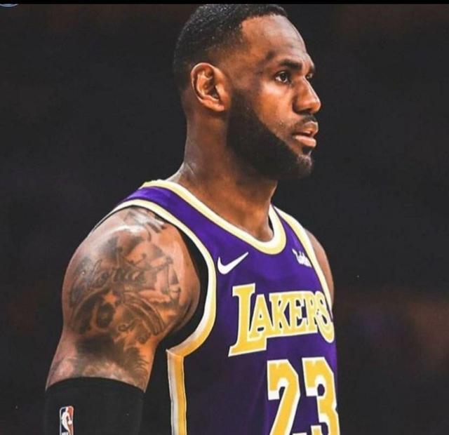 NBA历史最佳阵容应该是哪五位?NBA史上,还有哪记绝杀比乔丹绝杀爵士更有意义?(图5)