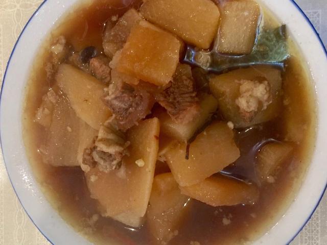 煲牛肉汤可以放大蒜头吗?(烧牛肉可以放蒜头吗)