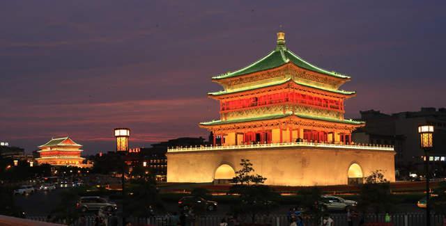 想跟父母还有朋友一起去西安自由行,请问合适的酒店、饭馆有哪些?有必须去的景点推荐吗?