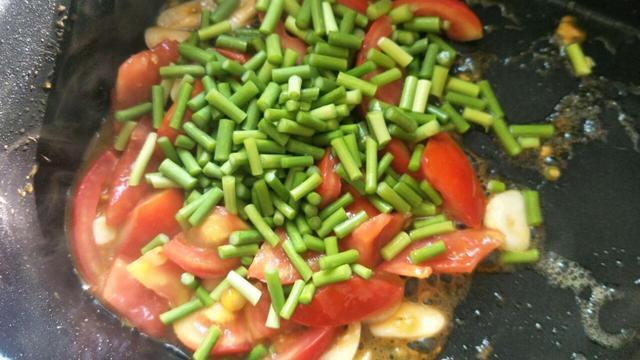绿豆芽蒸卤面的家常做法大全怎么做好吃视?(湿面条蒸卤面的家常做法)