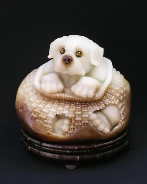 玉雕师情人节礼物图片,玉雕河南工的特点是什么?