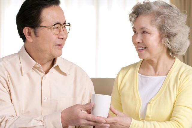 好多老年人在老年大学谈情说爱老年大学靠谱吗?