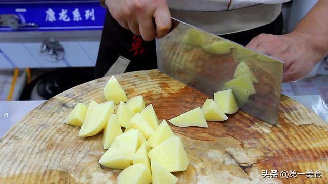 东北家常牛肉炖土豆的做法?(土豆炖牛肉家常做法)