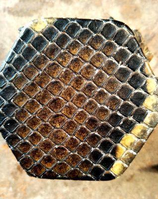 乐器椰子胡(请问二胡为什么一定要用蟒皮?人造皮音色上会有什么不同?