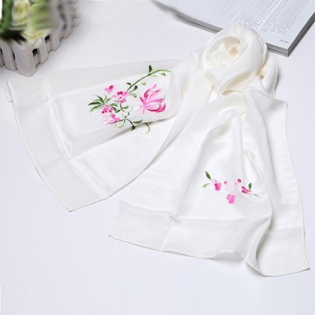送女领导手工刺绣的围巾合适吗?