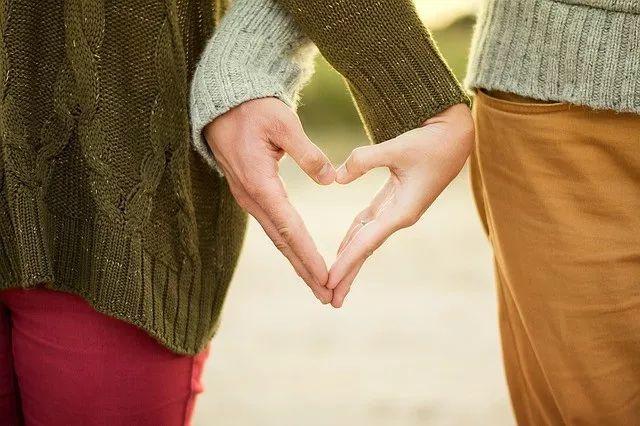 和内向的女生谈恋爱,该怎么做?