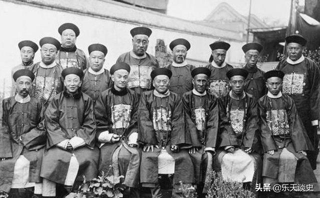 清朝官服1到9品图片,为什么每个朝代的官服都不一样?