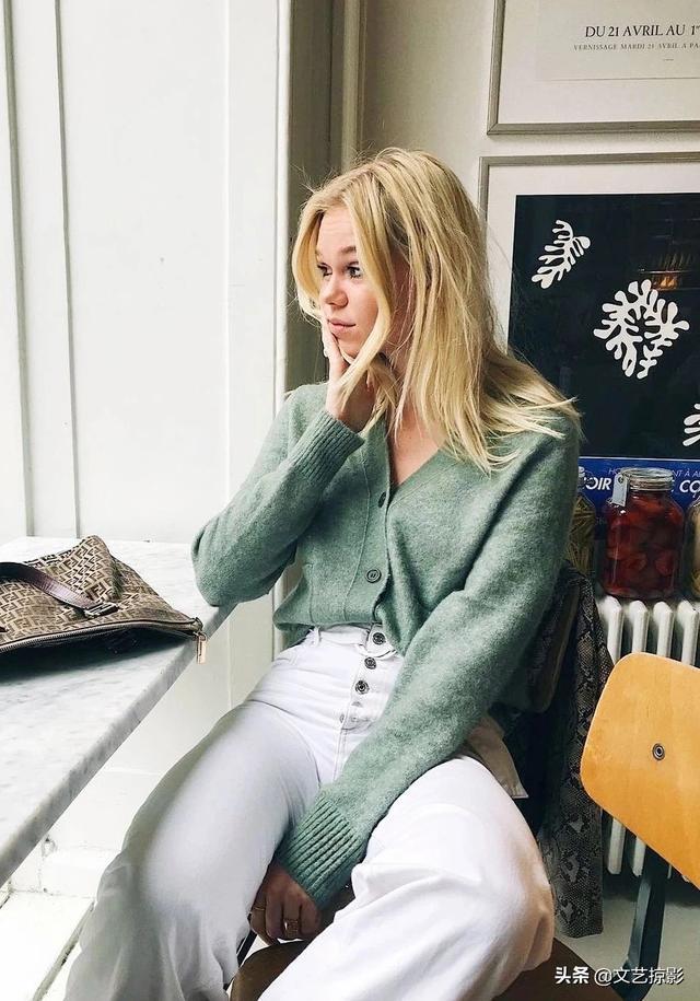 绿色外套内搭什么颜色,绿色外套配什么裤子好看?