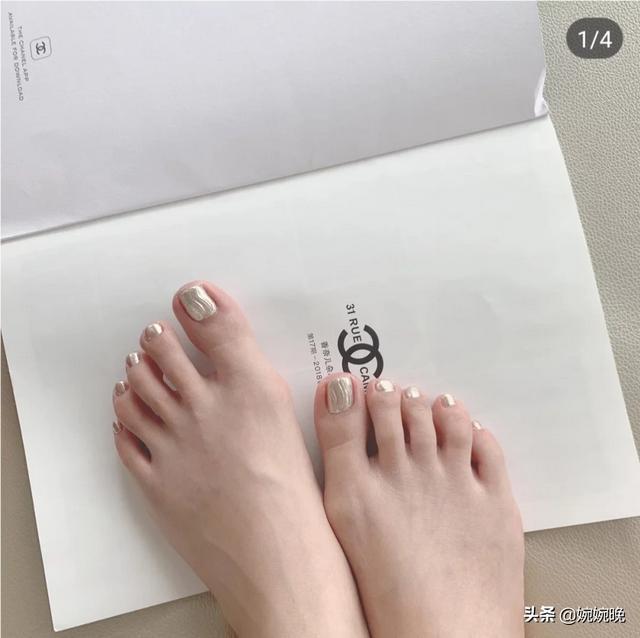 脚趾甲美甲图案:脚趾涂什么颜色的指甲油显得不俗又好看呢?(相关长尾词)