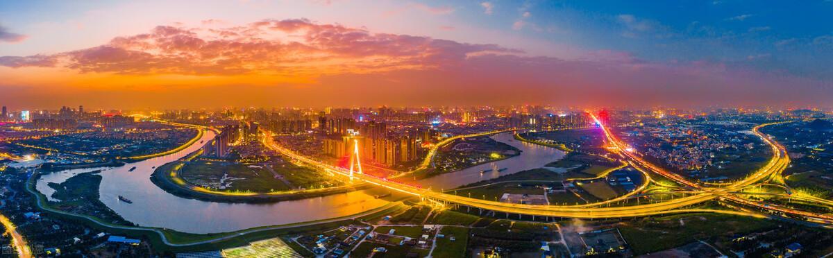 成都大爷街头口哨吹奏爱国歌曲:外国人眼里的中国是什么样的?(外国人眼中的中国人素质)