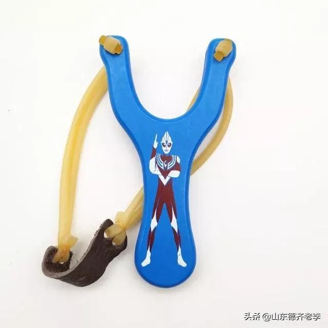 你小时候在农村玩过弹弓吗?