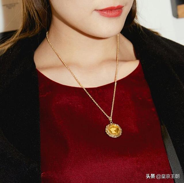 三十岁的女人戴什么戒指、30岁女人带什么手链好看、三十岁女性适合什么手链插图1