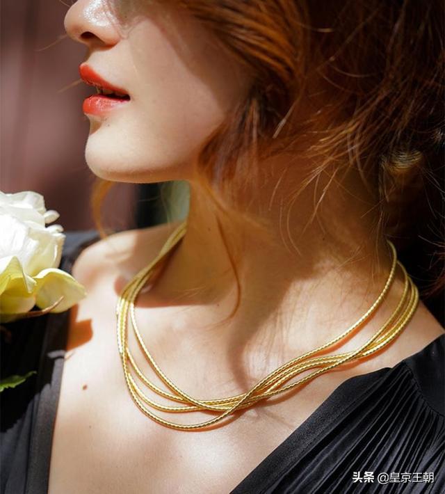 三十岁的女人戴什么戒指、30岁女人带什么手链好看、三十岁女性适合什么手链插图