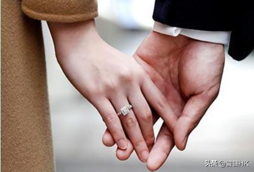 左手无名指戴戒指,戒指带左手无名指什么意思?