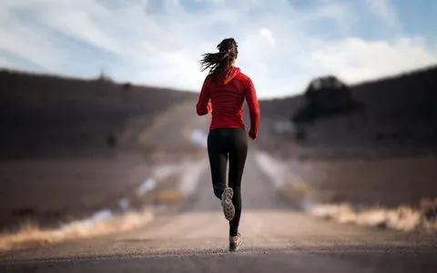 浙江46岁男子,每天夜跑5公里,几年后,身体得到了什么?