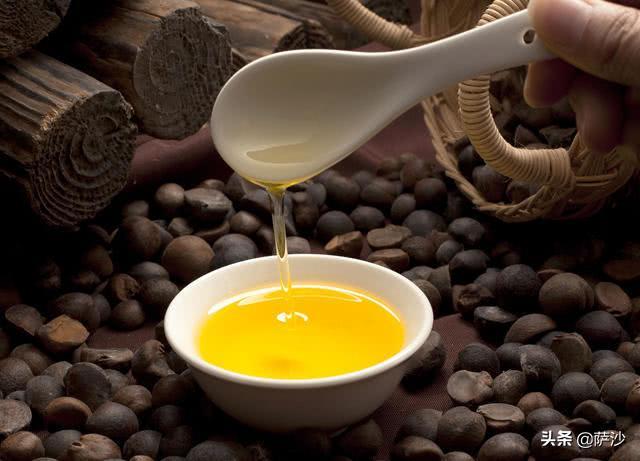 古代很长一段时间,所有人吃的都是动物油。古书中一般把未经煎炼的称为脂,经过煎炼的