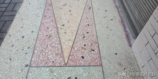(地板磨石好还是瓷砖好)农村一楼地板用水磨石好还是瓷砖好?