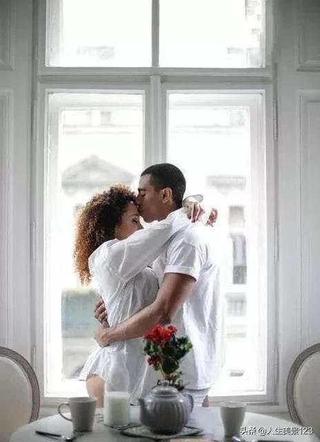 男生收到情人节礼物会开心吗,男生喜欢收到女朋友什么样的礼物?