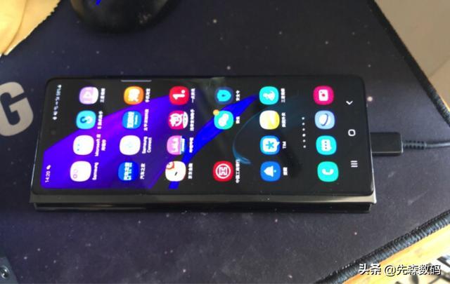 三星折叠手机新款,三星折叠手机可以买吗?怎么样?