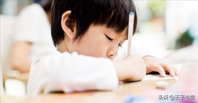 我小学五年级的小孩做题速度可慢啦,而且还总出错。我苦恼极了,做作业有窍门吗?