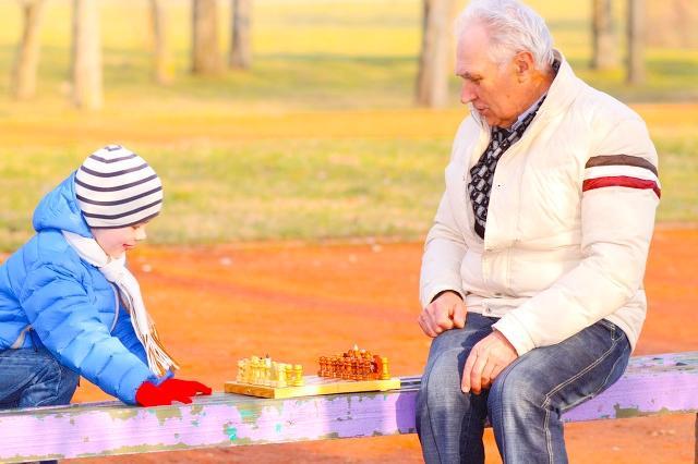 童年经历过辛酸的生活,怎样在老年时候过幸福的日子?