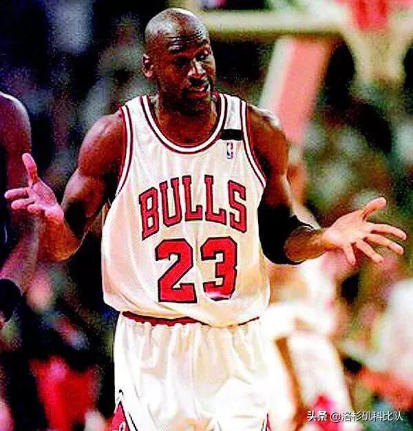 耐克为乔丹推出的一代Air Jordan篮球鞋,为什么一发布就遭到NBA的禁止?