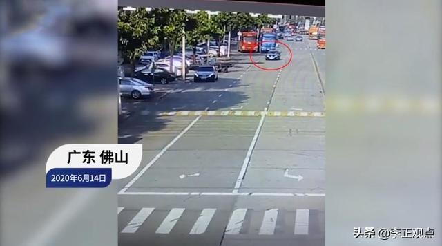 广东一小车撞上钢管,钢管直插驾驶室,司机当