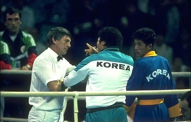 摩登6官网注册1988年汉城奥运会,中国派出了301人的庞大参赛队伍,结果仅获得5枚金牌,这是极其不正常的!不正常的背后,是汉城奥运会黑暗的一面(图5)