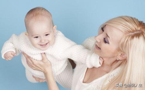 抱小孩的正确姿势图片,什么样的抱娃姿势最科学?
