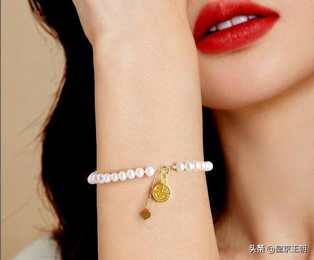 黄水晶戴右手会破财吗、水晶佩戴左右手的区别、女生戴黄水晶好吗插图1